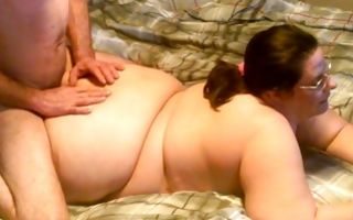 Horny old man roughly fucking amateur fat chick on bed