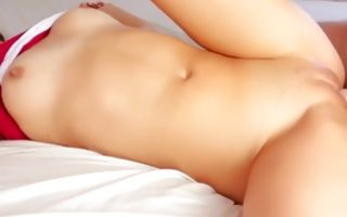 Teen babe takes off her bikini and masturbates