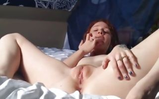 Teen babe on the bed with her boyfriend fingering her cunt and blows cock