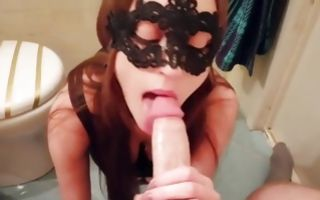 Hot babe with a face mask swallowing a donger