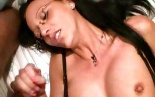Gorgeous brunette sucks a dick in homemade xxx video